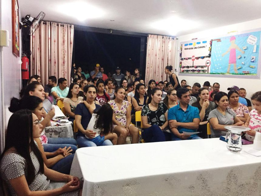 Profissionais da Unidade de Saúde Josefina fazem palestra para pais de alunos do CMEI Dona Mariquinha