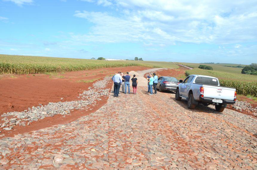 Obras de pavimentação poliédrica na Estrada Amazonas avançam e transformam região