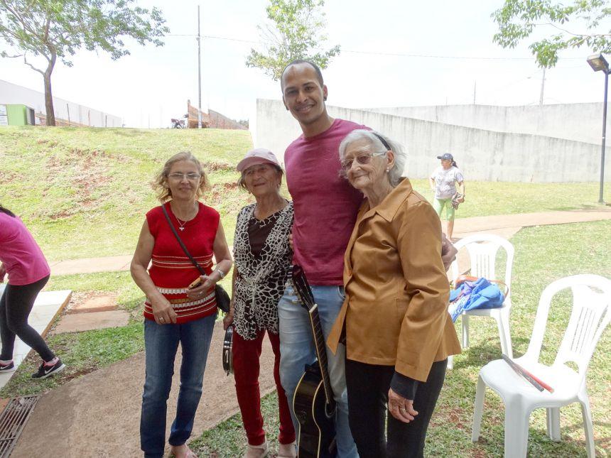 """Integrantes do projeto """"Minha História eu Vou Contar"""" comemoram Dia do Idoso"""