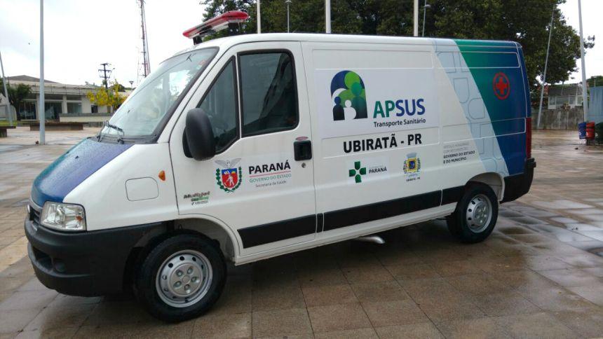 Prefeito Baco faz entrega de nova ambulância para Secretaria de Saúde