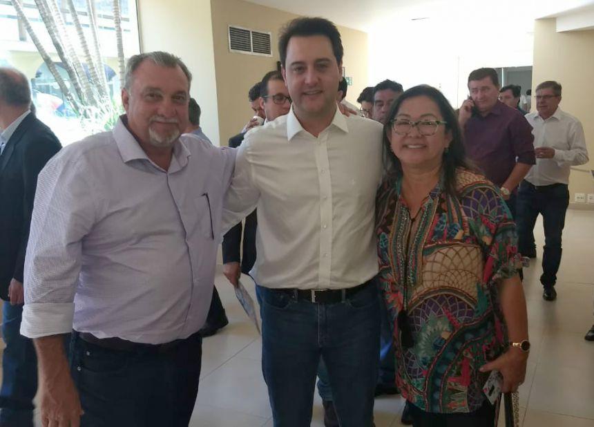 Prefeito Baco se encontra com governador eleito Ratinho Jr durante encontro de gestores em Foz do Iguaçu