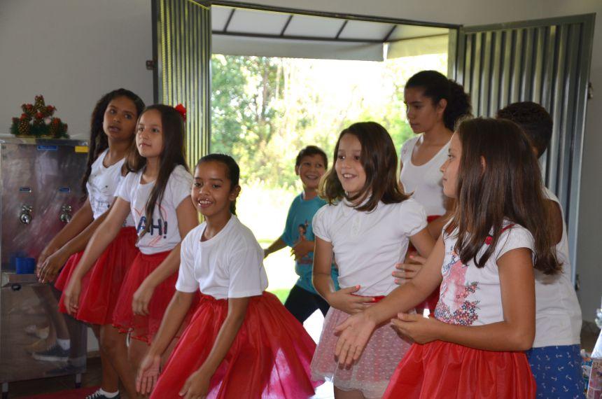 Natal Curumim: crianças atendidas no programa social recebem presentes