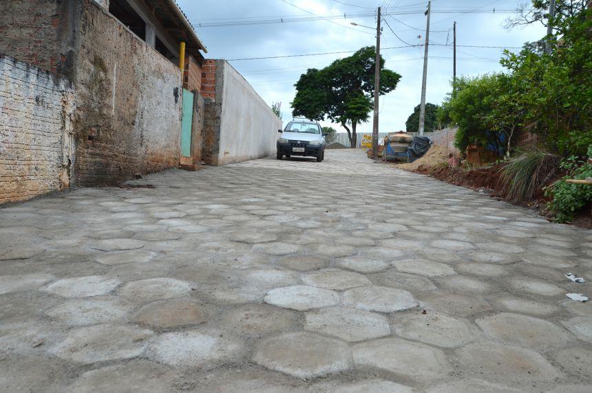 Vielas da Vila Recife recebe pavimentação com piso sextavado retirado da Praça Pio XII
