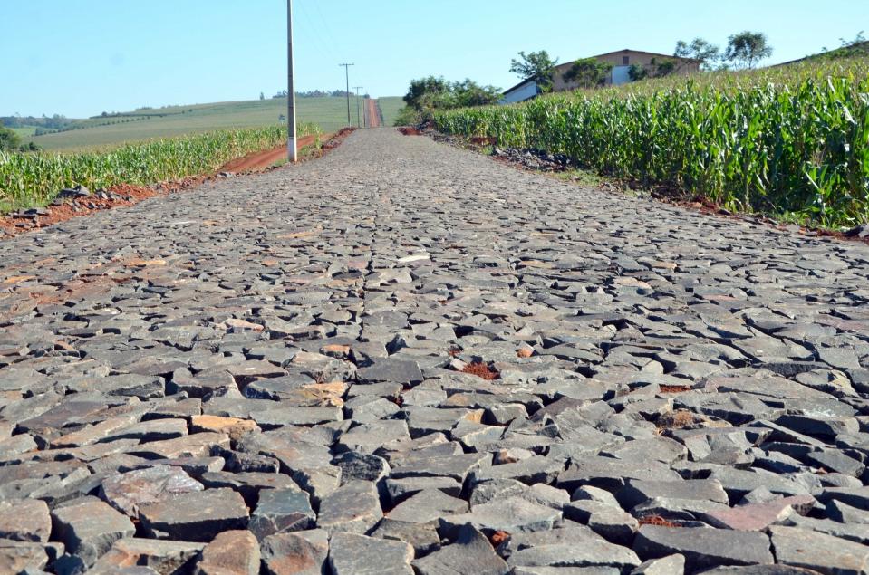 Na Estrada Lovat faltam 1.400 metros de pavimento para ser concluída a obra