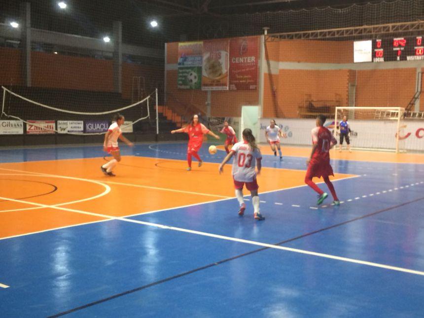 Meninas de Ubiratã vence mais uma pela Copa Amop