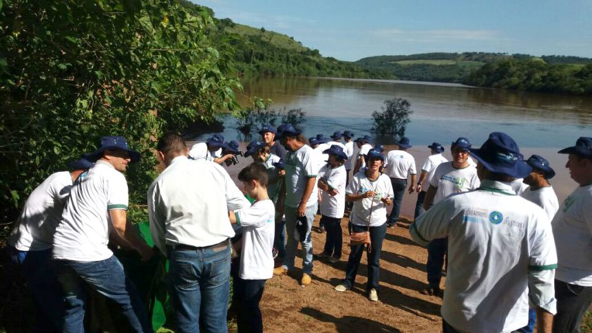 Cooperativa Integrada soltou 20 mil peixes no Rio Piquiri
