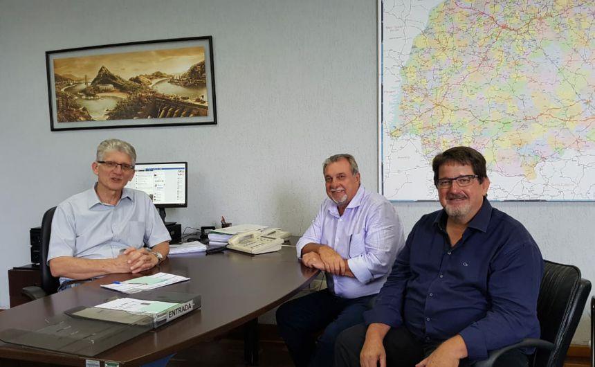 Prefeito Baco faz primeira visita as Secretarias de Estado do Governo Ratinho Jr