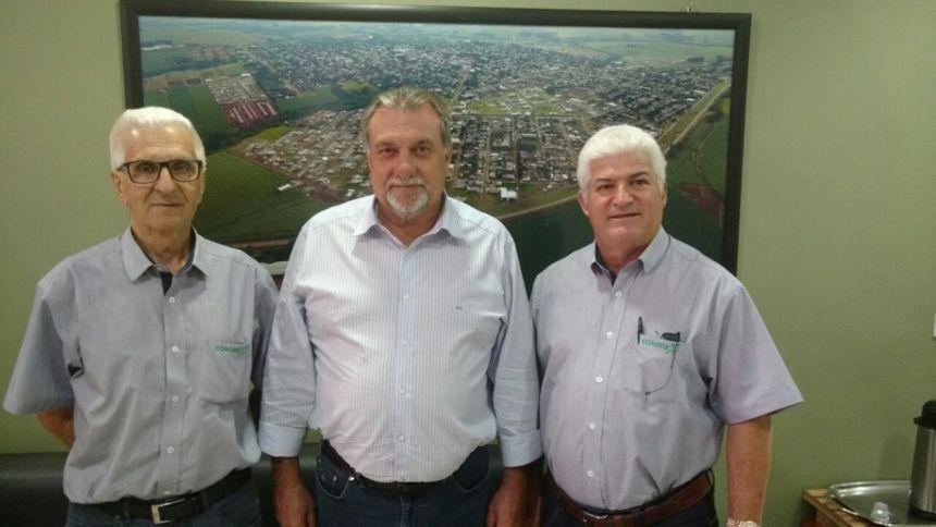 Prefeito Baco recebe diretores da Coagru e Unitá