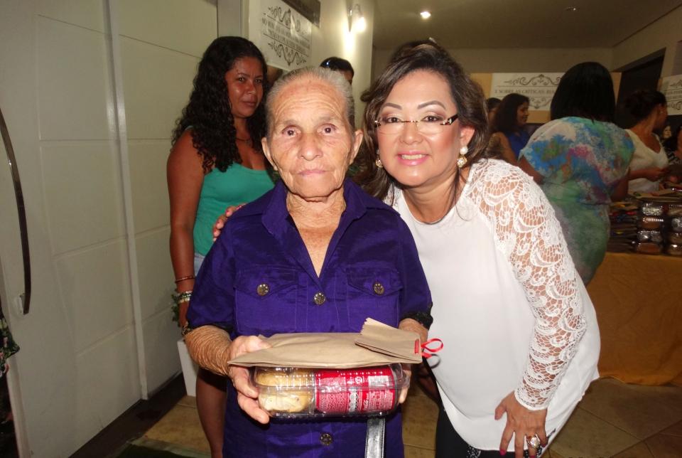No evento também foram distribuídos para as mulheres um kit com lanche e lembrancinhas