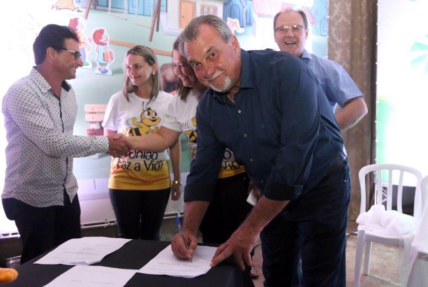 """Prefeitura e Sicredi assinam convênio para adesão do Programa """"A União Faz a Vida"""""""
