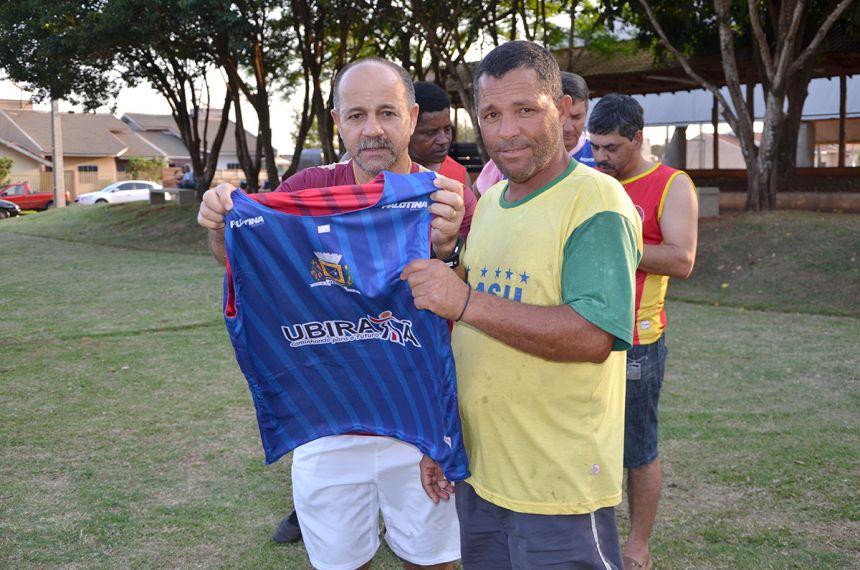 O prefeito Haroldo Fernandes Duarte, acompanhado d