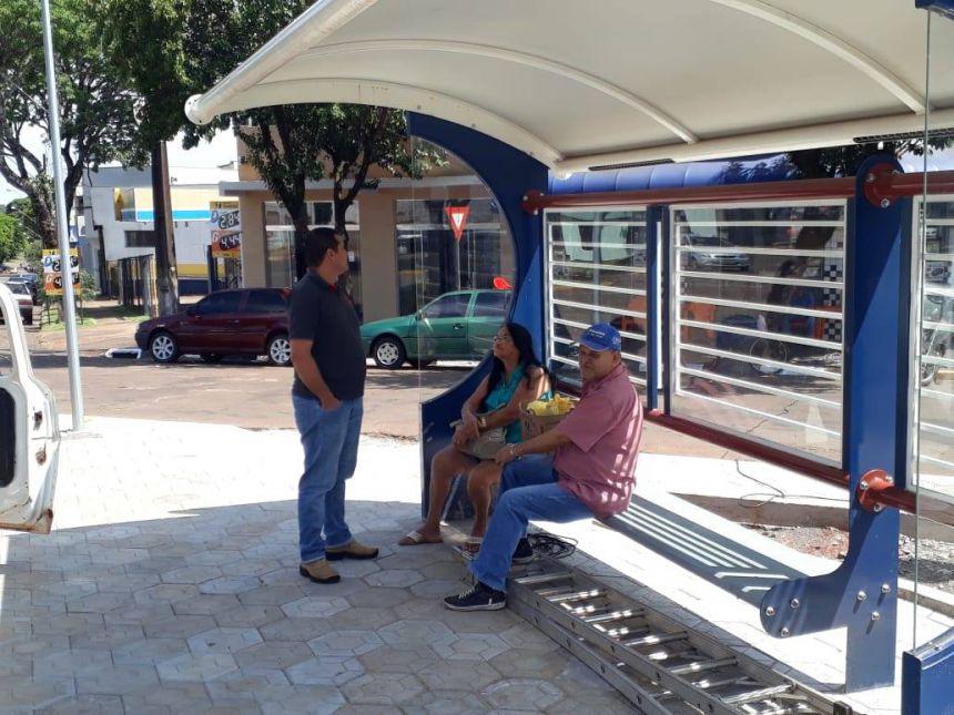 Ponto de ônibus é liberado para o uso da população