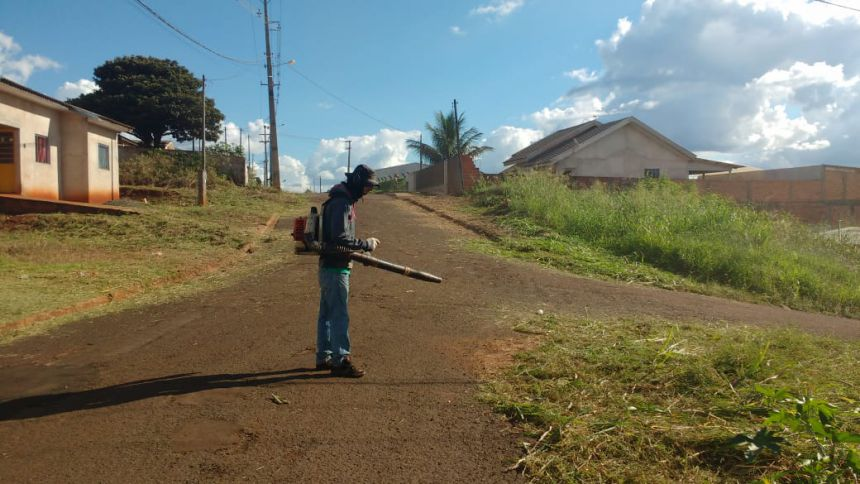 Serviços urbanos realiza limpeza em lotes para evitar proliferação do mosquito da dengue e outros insetos peçonhentos