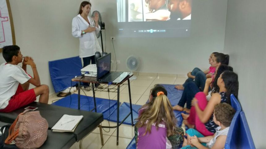 """Projeto """"Vem, Vai ter Cinema!"""" integra jovens de Yolanda com Unidade de Saúde"""