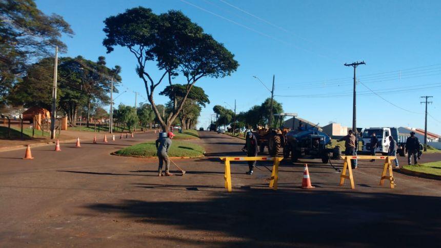 Administração Municipal realiza operação tapa buracos em várias avenidas da cidade
