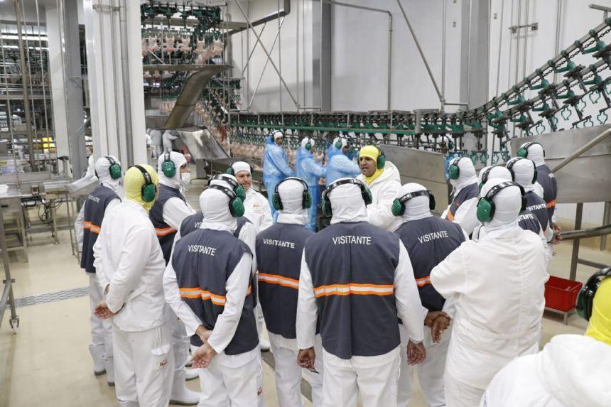 Prefeito Baco, vereadores, secretários e outras autoridades fazem visita técnica e conhecem as instalações da Unitá