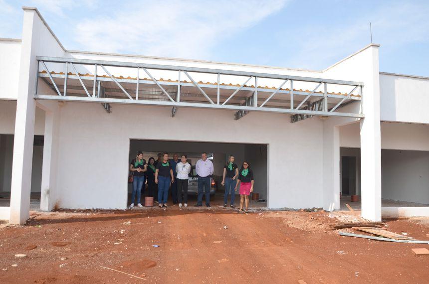 Equipe da Secretaria da Educação, prefeito e vereadores visitam obras da nova Super Creche