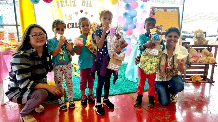 Crianças do Projeto Curumim se confraternizaram e receberam presentes