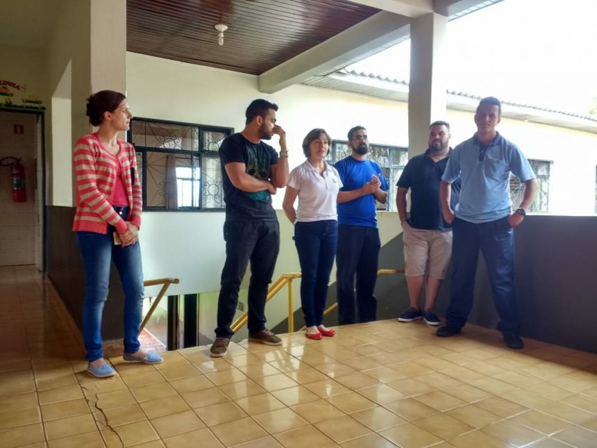 Crianças atendidas no CMEI Nosso Lar recebem presentes do Grupo de Amigos em Ação
