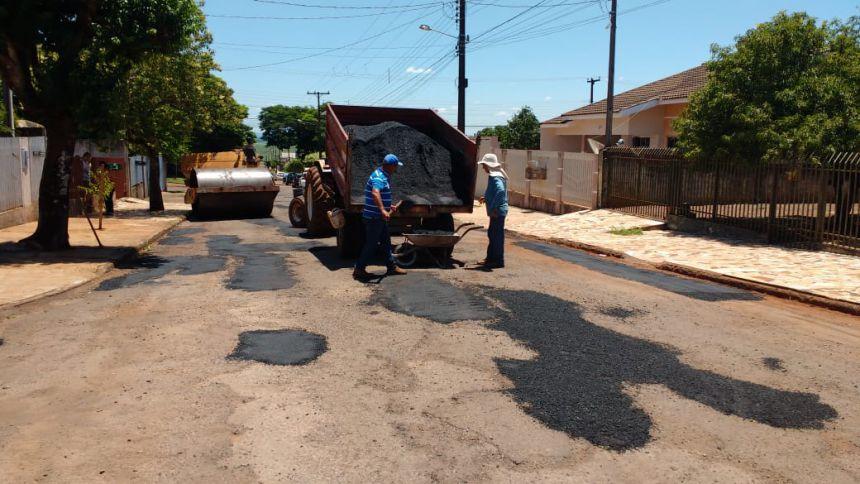 Trabalho de manutenção da malha viária urbana é realizado pela Secretaria de Serviços Urbanos