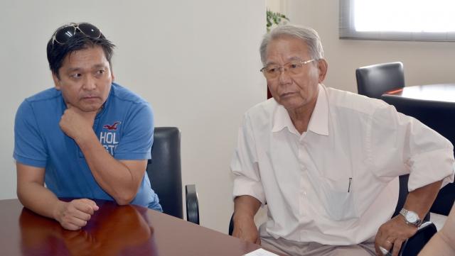 Miguel Okawa (à direita) veio à Ubiratã falar sobre o projeto da Praça do Japão