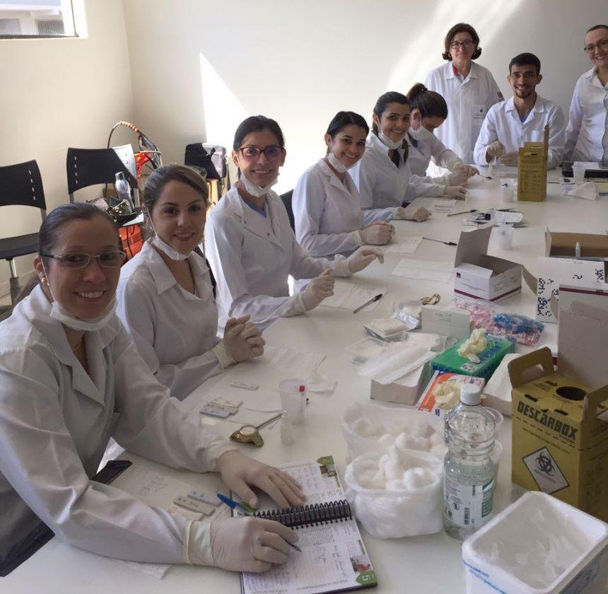 Enfermeiros das Unidades Básicas de Saúde e CAPS são capacitados para realizarem testes rápidos na população