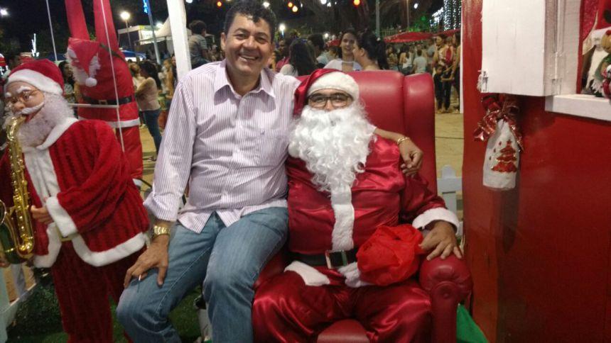 Chegada do Papai Noel, show com talentos locais e abertura do comércio