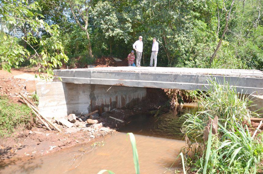 Prefeito em exercício Nil Pereira vistoria diversas estradas municipais que recebem melhorias