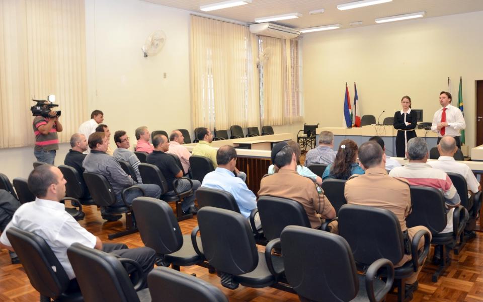 Os presentes ao encontro puderam opinar sobre como deve ser o trabalho no sentido de pressionar o Estado para resolver a questão