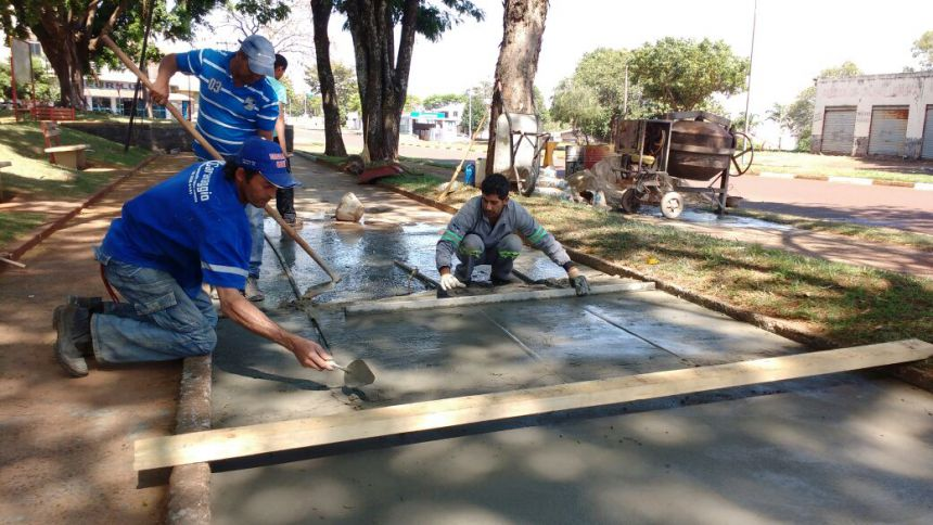 Revitalização da quadra de malha na Praça dos Pioneiros