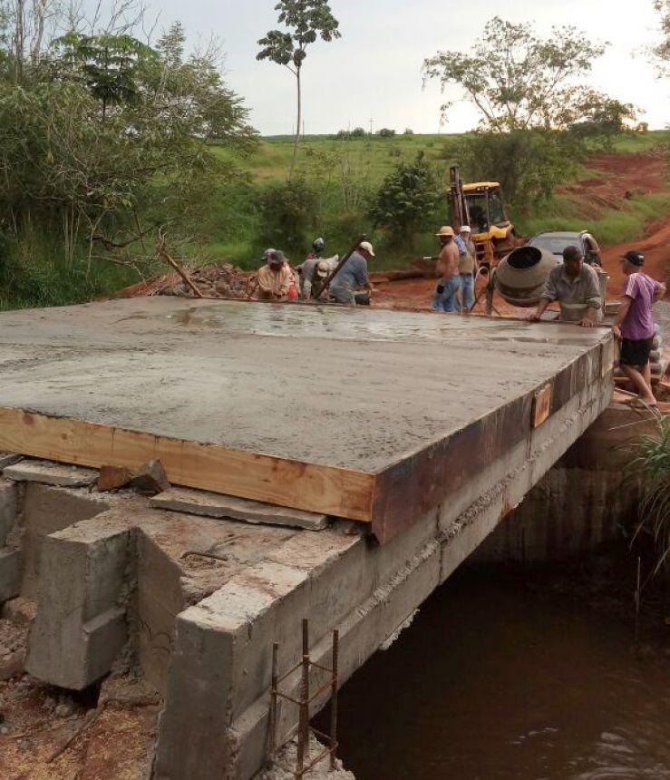 Município constrói nova ponte sobre o Córrego Estiva no ramal da Estrada Ayde