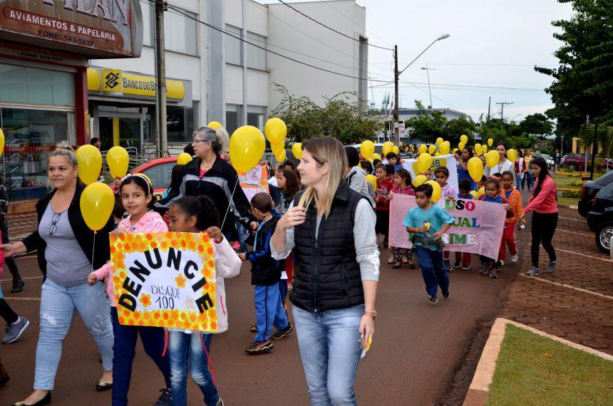 Mobilização de enfrentamento à violência sexual contra crianças e adolescentes aconteceu em Ubiratã
