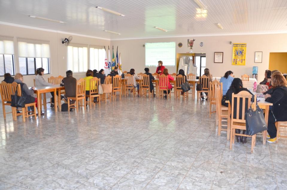 Representantes das instituições de ensino do município participaram da reunião