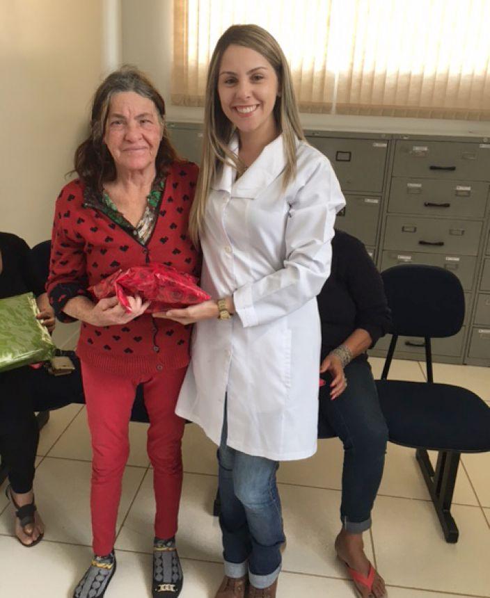 Palestra e brindes no Outubro Rosa da Unidade de Saúde São Joaquim