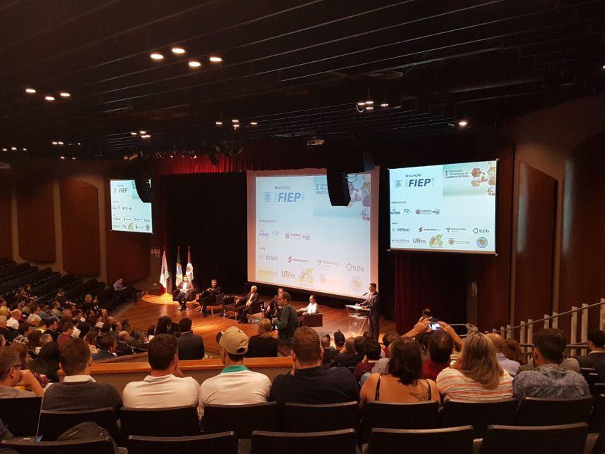 """Primeira-dama ubiratanense participou de evento do TRE """"Mulher e Poder"""" em Curitiba"""