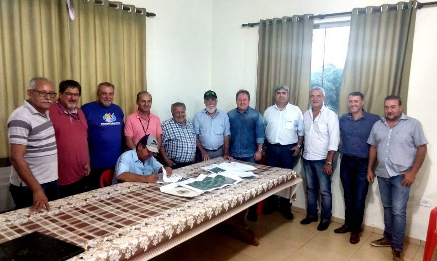 Assinado aditivo de mais 500 metros de pavimentação poliédrica na Estrada João Pereira