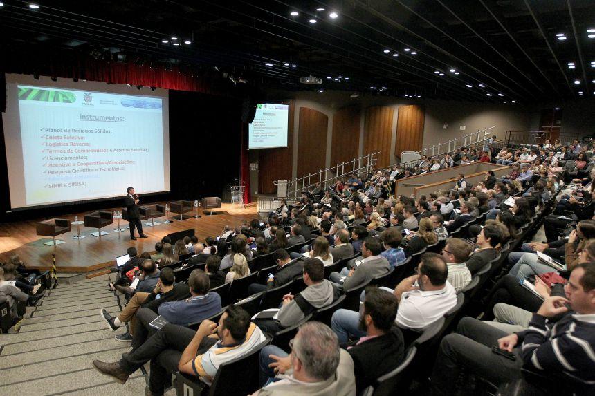 Secretário de Desenvolvimento Econômico de Ubiratã participou do 1º Seminário Paranaense de Logística Reversa, realizado em Curitiba