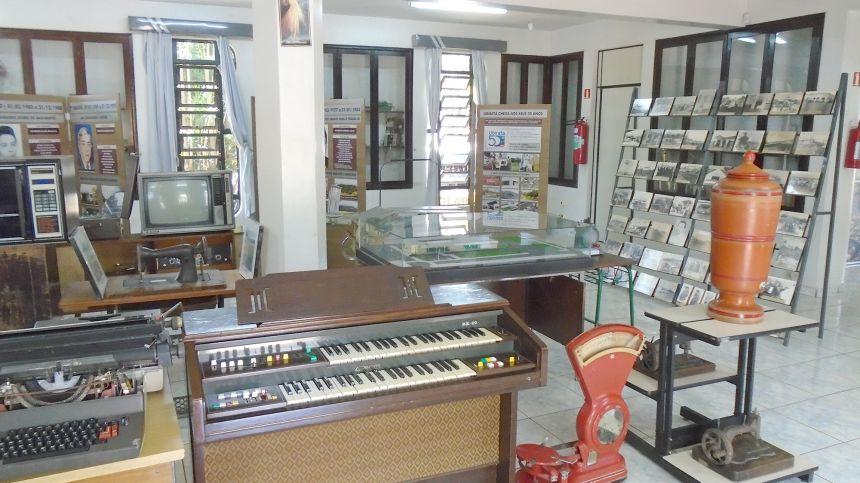 Armas antigas e objetos históricos foram furtados do Museu de Ubiratã