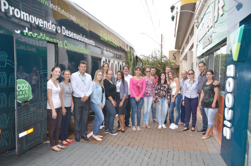 Ônibus do Instituto Sicoob traz cursos gratuitos para Ubiratã