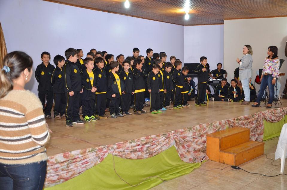 Apresentação das crianças do SOS Cícero Nuto de Figueiredo