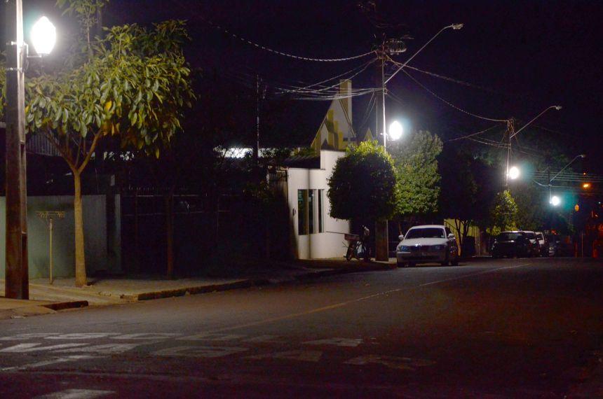Rebaixamento de luminárias torna iluminação mais eficiente e deixa Ubiratã mais bela e segura