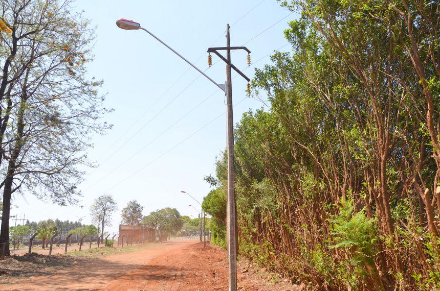 Rua Laerte Teixeira recebeu iluminação pública; prefeito e vereadores visitaram localidade