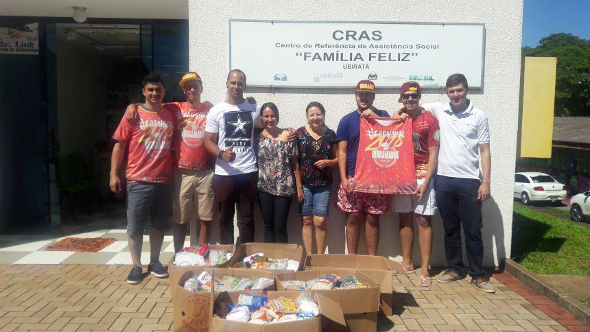Bloco Derramados entrega arrecadação de alimentos no CRAS