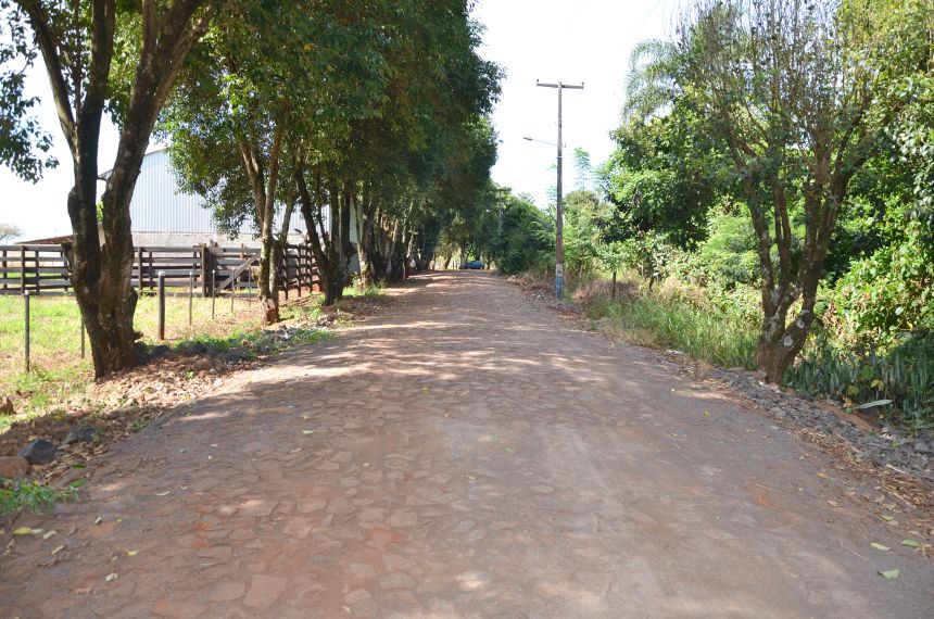 Calçamento poliédrico melhorou qualidade de vida dos moradores da Vila Rural