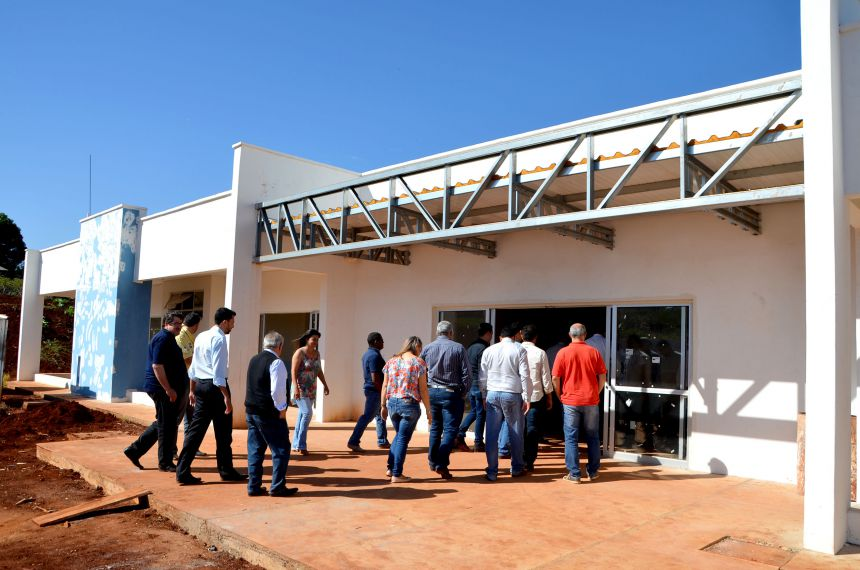 Prefeito Baco e lideranças ubiratanenses visitam principais obras em andamento no município