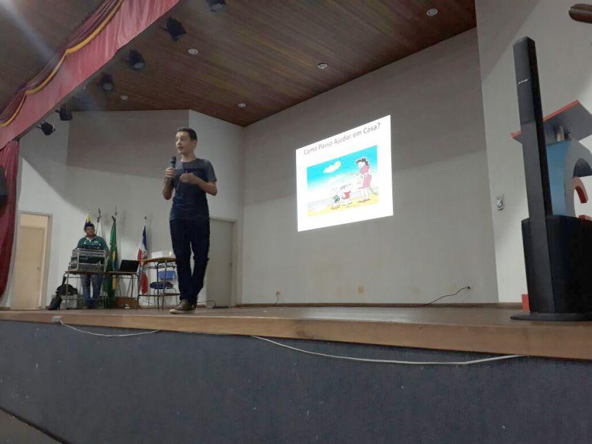 """Estudantes de Ubiratã participaram de palestra com o """"menino do fusca"""""""