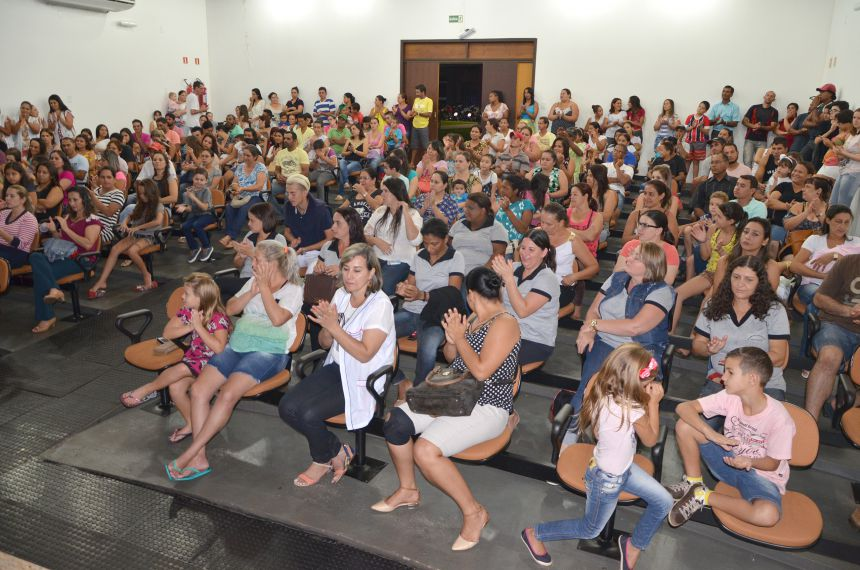 Escola Municipal Lucinéia Braciforte realiza primeira reunião com pais com palestra