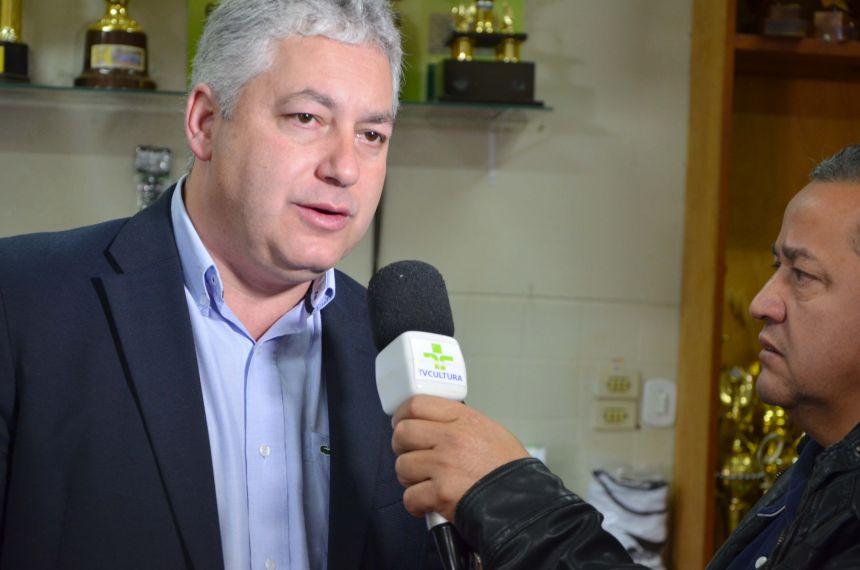 Ubiratã recebeu kits esportivos do programa Paraná Mais Esporte