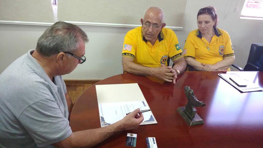 Governador do Lions Clube e integrantes do clube de serviço visitam prefeito Baco