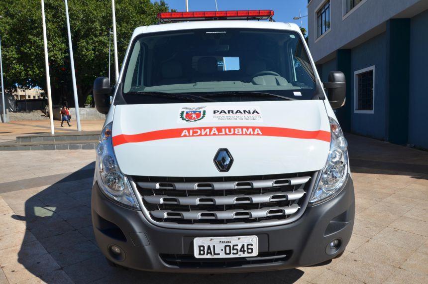 Prefeito Baco entrega nova ambulância recebida do Governo do Estado
